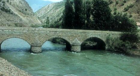 Artvin'deki 700 yıllık tarihi Berta Köprüsü sular altında korunacak!