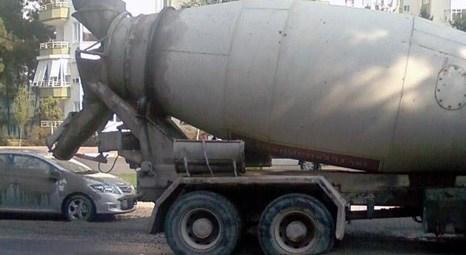Antalya Konyaaltı'nda mikserdeki 10 ton çimento otomobilin üzerine döküldü!