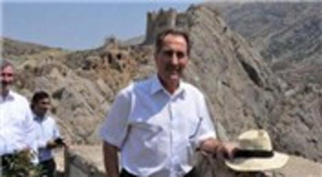 Ertuğrul Günay: Adıyaman Nemrut Dağı'ndaki heykel kalıntıları taşınabilir!