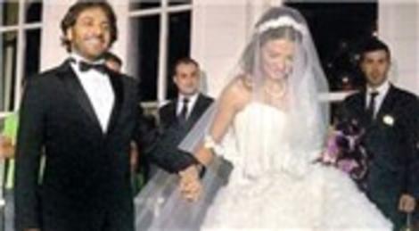 Ebru Akel ile Özer Sancak, Kuruçeşme'deki Les Ottomans Hotel'de evlendi!