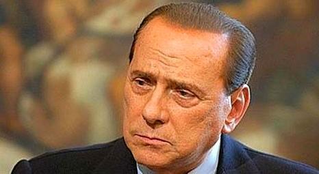 Silvio Berlusconi, Sardunya'daki villasında düşerek omzunu ve bileğini incitti