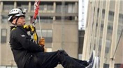 İngiltere'de Prens Andrew, yardım için 87 metrelik gökdelenden inmeye çalıştı!