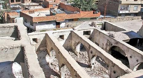 Diyarbakır'da kentsel dönüşüm için yıkılan fabrikanın altından 600 yıllık cami çıktı!