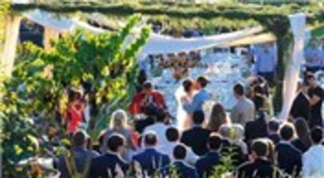 Hande Ataizi ve Benjamin Harvey, Şile Ulupelit Köyü'nde kır düğünüyle evlendi!