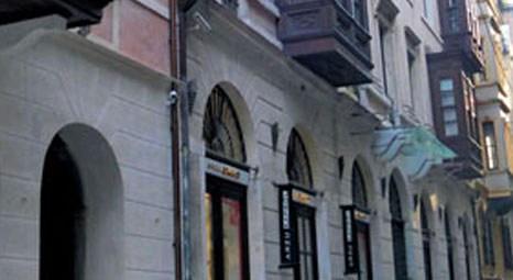 Galata Kulesi'ne komşu olan Kamondo Apartmanı, ünlülerin tercihi oldu!