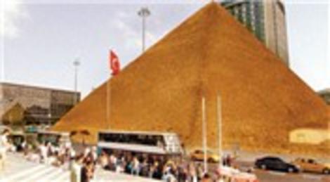 Işıl Eğrikavuk'un, Dönüşüm Muhteşem Olacak performansı Taksim'e piramit getiriyor!