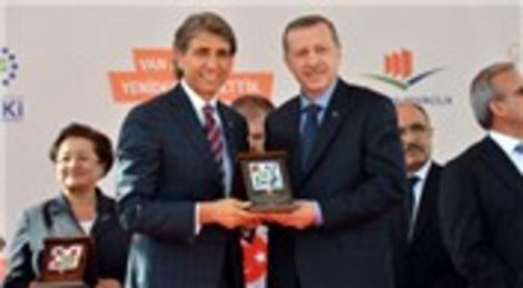 Recep Tayyip Erdoğan, Van Alaköy'de okul yaptıran Mustafa Demir'e teşekkür etti!