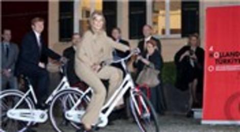 Hollanda Kraliyeti Veliaht Prensi Willem Alexander ve eşi Prenses Máxima, İstiklal Caddesi'nde bisikletle gezdi!