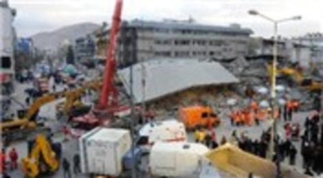 Van'da yıkılan Bayram Oteli'nin sahibi Tevfik Bayram'ın yargılanması başladı!