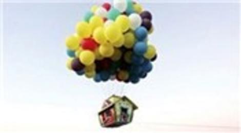 Jonathan Trappe, 365 dev helyum balonu ile minyatür ev uçuracak!