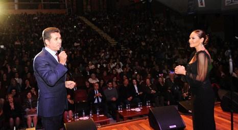 Hülya Avşar, Şişlili öğretmenler için Lütfi Kırdar Kongre Salonu'nda konser verdi!