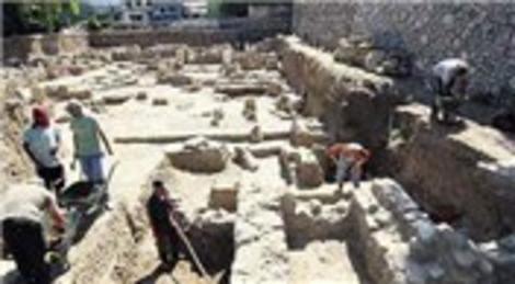 Kocaeli Gölcük'te 2. yüzyıla ait Kibele ve Hermes figürlü mermerler çıktı!
