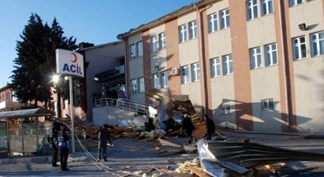 İstanbul'da şiddetli yağış ve rüzgar nedeniyle evlerin çatıları uçtu!