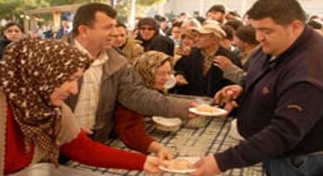 Denizli Belediyesi, büyükşehir olması nedeniyle 10 bin kişiye pilav ve lokma dağıttı!
