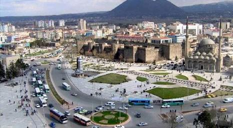 Kayseri'de icradan satılık 8 katlı ticari bina! 1.3 milyon liraya!