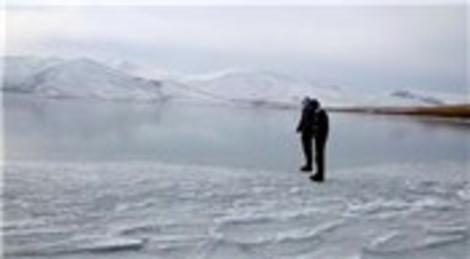 Ardahan'daki Çıldır gölü tamamen dondu!