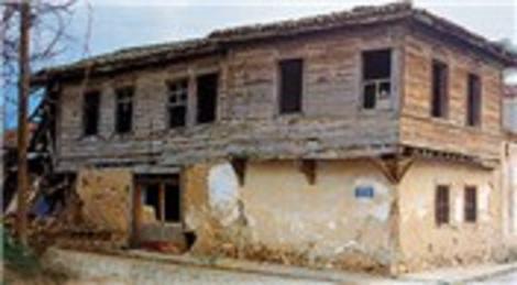 Mehmet Akif Ersoy'un Bayramiç'teki evi 1996 yılında izinsiz yıkılmış!