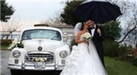İç mimar Eda Sapmaz ile Tahir Mert Mavuk, Adile Sultan Sarayı'nda evlendi!