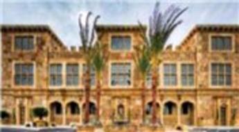 Mimar Scott McCombs, Las Vegas'ta 500 bin şişeyle 2 bin metrekarelik bina inşa etti!