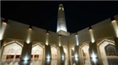 Katar Muhammed bin Abdulvahap Camisi ışıklandırmasıyla dikkat çekiyor!
