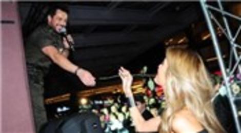 Emre Altuğ, Marmara Forum'da Sevgililer Günü konseri verdi!