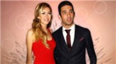 Arda Turan ve Sinem Kobal, 15 Haziran'da Çırağan Sarayı'nda evlenecek!