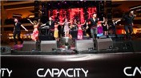 Capacity AVM Sevgililer Günü'nde Demet Akalın ile coştu!