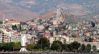 İzmir Karşıyaka'da satılık 3 bina ve bir arsa! 670 bin liraya!