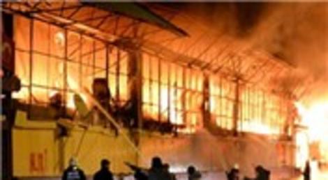Ankara İtfaiyesi: Yunus Emre Halk Çarşısı'nda çıkan yangına, 4 dakikada müdahale edildi!