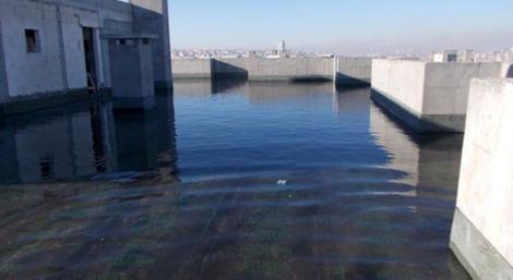 İhlas İnşaat konutlardaki sızdırmazlığı tonlarca su ile yapıyor!