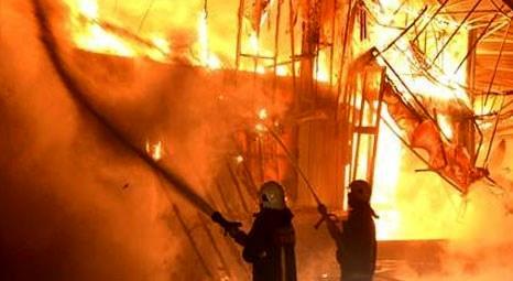 Adana'da ısı yalıtım malzemeleri üreten fabrikada yangın çıktı!