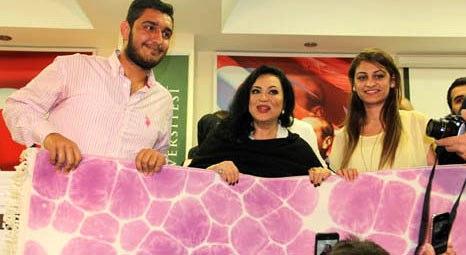 Türkan Şoray, Royal Halı standında Ebru Halı yaptı!