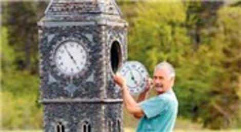 İngiltere'de yaşayan Lowson Robinson, evinin bahçesine 3 minyatür köy inşa etti!