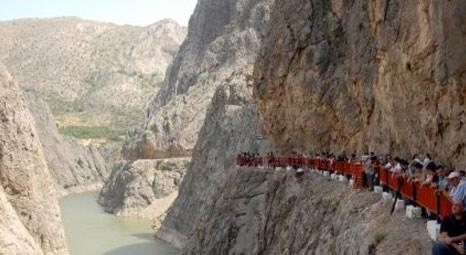Dünyanın en yüksek asma köprüsü Sırat On Fırat Erzincan'daki Karanlık Kanyon'a yapılacak!