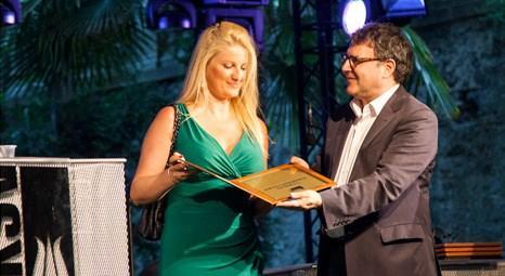 İKSV, 20.İstanbul Caz Festivali'ne sponsor olan Amplio Emlak'a ödül verdi!
