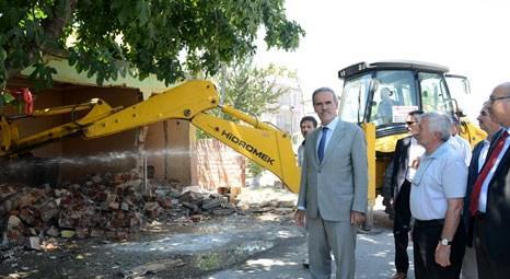 Bursa Büyükşehir Belediyesi, Köklü Cadde'de kalan binalardan kamulaştırılan 5'nin yıkımını başlattı!