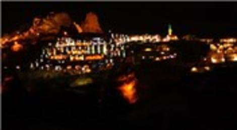 Kapadokya'daki Uçhisar Kalesi'nde ışıklandırma çalışmaları tamamlandı!