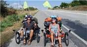Christof-Eveline Emmes çifti, bisikletle dünya turu yapmak için evini ve arabasını sattı!