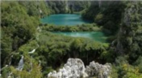 Hırvatistan'daki Plitvice Milli Parkı doğal güzelliğiyle dikkat çekiyor!
