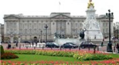 Kraliçe Elizabeth yazlıktayken Buckingham Sarayı'na hırsız girdi!