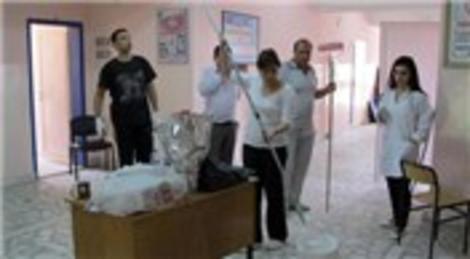 Kayseri Tahirini Köyü'nde öğretmenler, okullarının boya ve tamir işlerini kendileri yaptı!