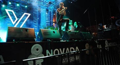 Yalın Novada Ataşehir AVM'de hayranlarına unutulmaz bir gece yaşattı!