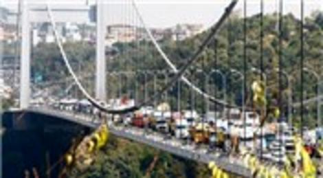 Fatih Sultan Mehmet Köprüsü kamyoncuların eylemine sahne oluyor!
