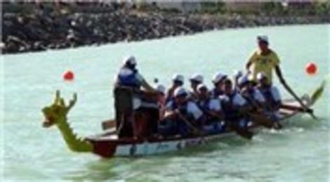 Van Gölü'nde yapılan dragon yarışları renkli görüntülere sahne oldu!