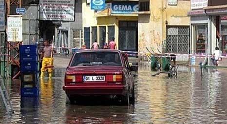 Adana Ceyhan'da iş yerlerini su bastı!