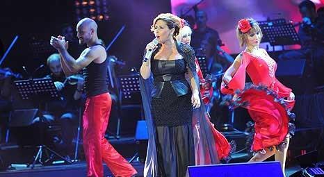 Nilüfer, Cemil Topuzlu Açıkhava Tiyatrosu'nda konser verdi!