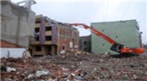 Esenler'de yan yatan bina 11 Ekim'de yıkılacak!