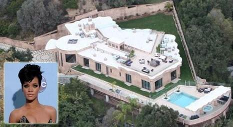 Rihanna, Los Angeles'taki evini boşaltıp, otele yerleşti!