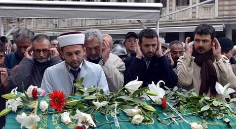 Oktay Ekinci'nin cenazesi Kanlıca Mezarlığı'nda toprağa verildi