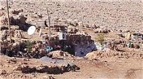 Şırnak'ta evine dönenler mağaraya çanak anten ve klima taktırıyor